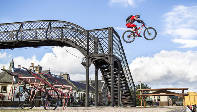 danny-macaskill-fred-murray-red-bull-content-pull-3